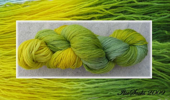 grün-gelbe Färbung auf Merino-Leinen