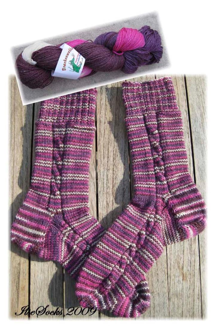 Socken aus interessanter rosa/weiß/pink/brauner Färbung von Drachenwolle